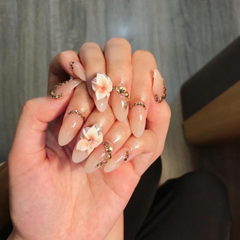 Đào tạo khóa học nail vẽ hoa bướm nổi Fantasy trên móng chuyên đề giá rẻ  tại tphcm